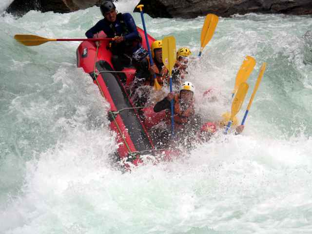 Highly intense! That is Yoshino River Rafting!