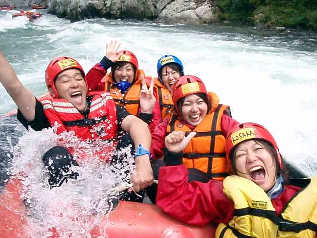 Try Yoshino River as a rafting fan!