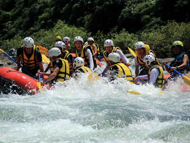 Refreshing feeling! Let's enjoy the torrents of Nagatoro Rafting