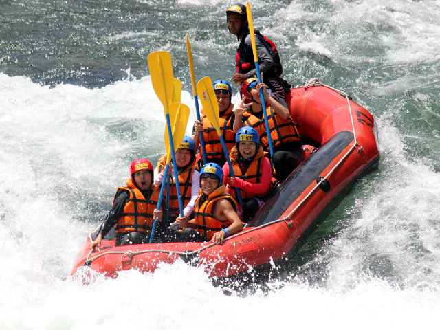 Dynamic! Make a big smile after rafting torrents