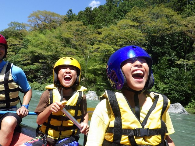 Not stop laughing in Okutama rafting.